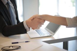 pros and cons of hiring employees